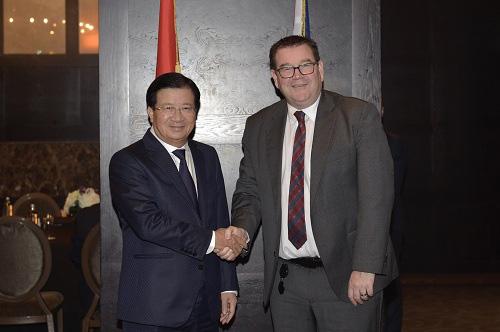 Phó Thủ Tướng Trịnh Đình Dũng Và Bộ Trưởng Tài Chính Kiêm Bộ Trưởng Thể Thao Và Giải Trí New Zealand Grant Robertson