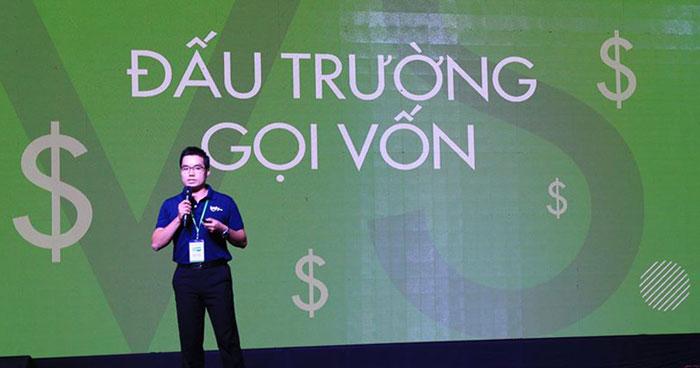 Tạ Xuân Hiển đang thuyết trình kêu gọi đầu tư vốn cho dự án. Ảnh: Phương Nga