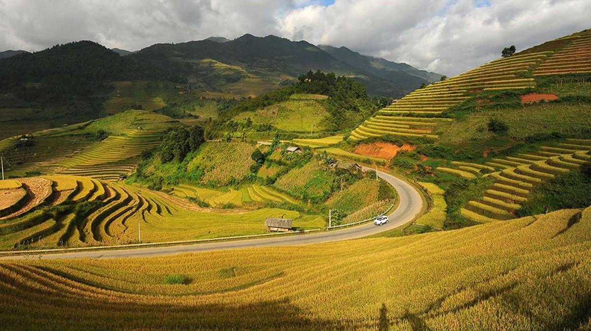 Vẻ đẹp Đèo Khau Phạ từ cao nhìn xuống