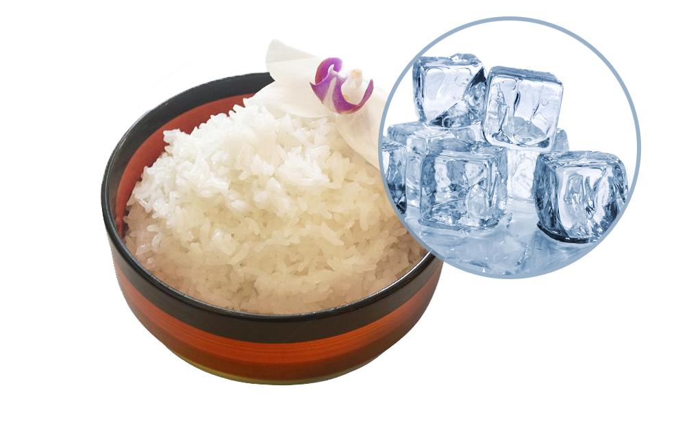 Thêm đá lạnh vào gạo