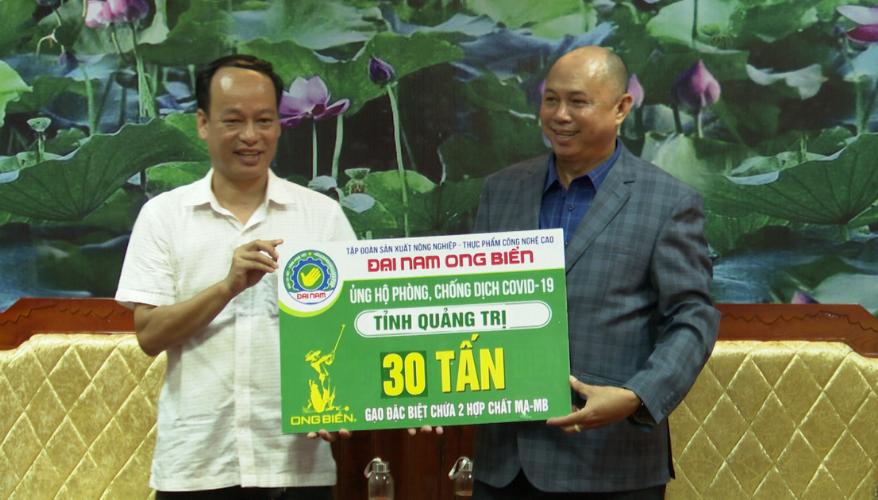Tập đoàn Địa Nam Ong biển trao tặng 30 tấn gạo cho tỉnh Quảng Trị