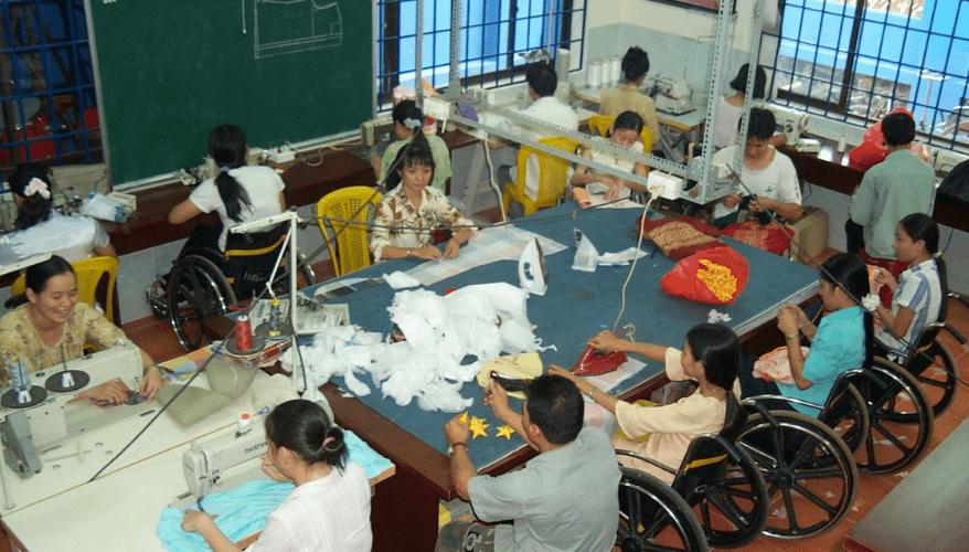 Người khuyết tật làm việc - nguồn internet